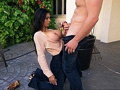 Oral sex with a MILF in a garden