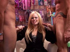 Insatiable sex therapist improves her techniques with tree dicks